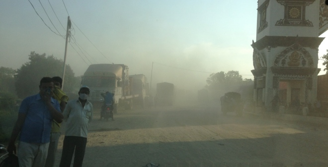 The dusty Birgunj border
